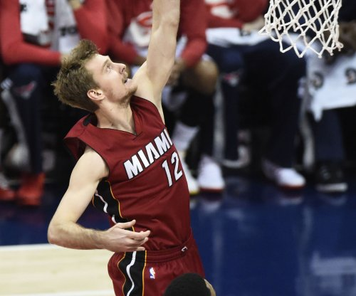 Dragic lifts Miami Heat past Charlotte Hornets