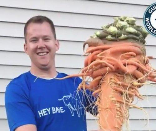 Minnesota gardener grows world's largest carrot