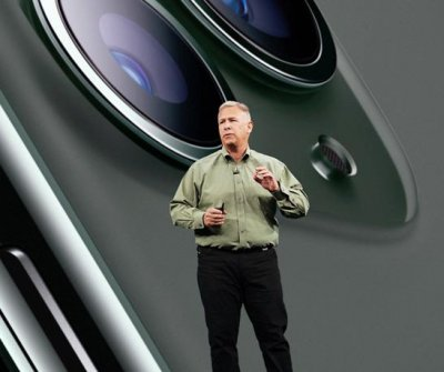 Apple marketing chief Phil Schiller steps down, becomes Apple fellow