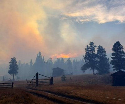 Dry weather, gusty winds keep Colorado wildfires blazing