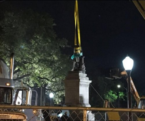 New Orleans removes statue of Confederate leader Jefferson Davis