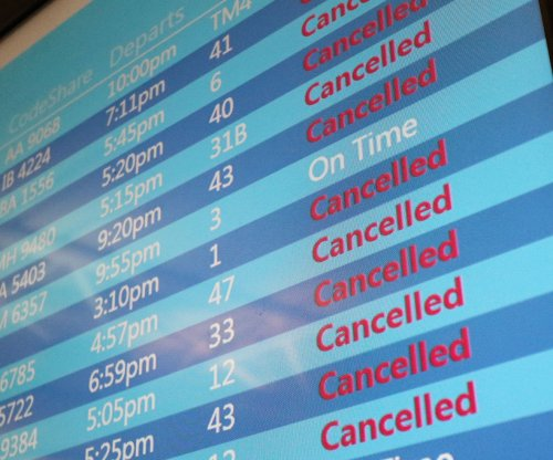 American Airlines cancels hundreds of flights over computer glitch