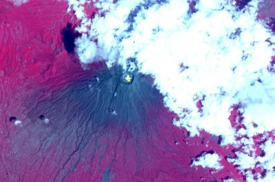 Satellite images reveal magma chambers beneath Bali's Agung volcano