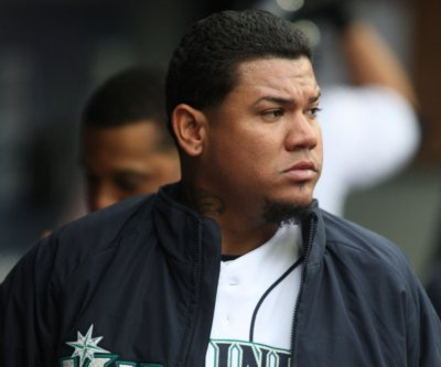 Braves sign Felix Hernandez to minor league deal