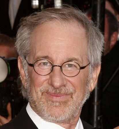 Spielberg, Universal sign pact