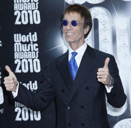 Robin Gibb hospitalized with pneumonia