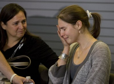 Court: Amanda Knox, boyfriend be retried