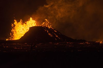Volcanoes fueled by 'mush' reservoirs, not magma chambers