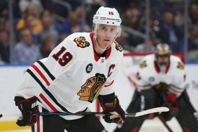 Blackhawks captain Jonathan Toews tosses souvenir puck to young fan