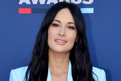 Kacey Musgraves, James Corden sing Christmas songs, act in rom-com