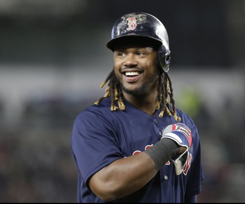 Hanley Ramirez hammers 3 homers as Boston Red Sox top San Francisco Giants