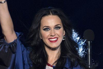 Katy Perry sparks Orlando Bloom engagement rumors with ring