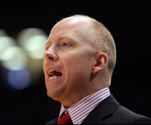 No. 18 Cincinnati drubs Tulsa, Mick Cronin wins 300th