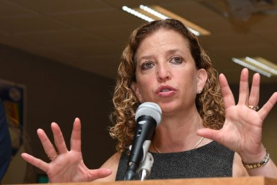 Aide for Rep. Wasserman Schultz arrested trying to leave country