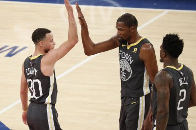 Steph Curry, Kevin Durant get fast-break alley-oop vs. Jimmy Butler