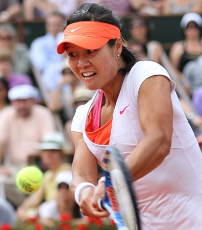 Li advances again at French Open