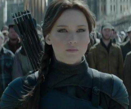 Jennifer Lawrence fights back in 'Mockingjay - Part 2' trailer