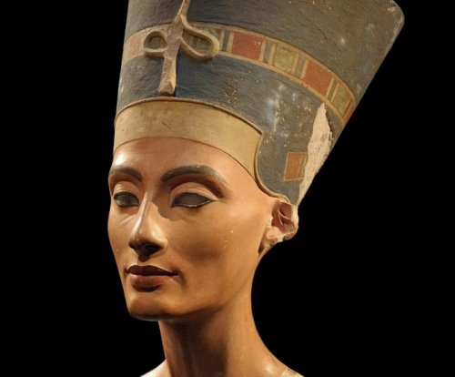 Egypt finds more clues in Nefertiti tomb hunt