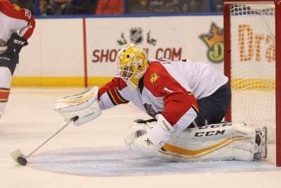 Roberto Luongo, Florida Panthers stop Carolina Hurricanes in shootout
