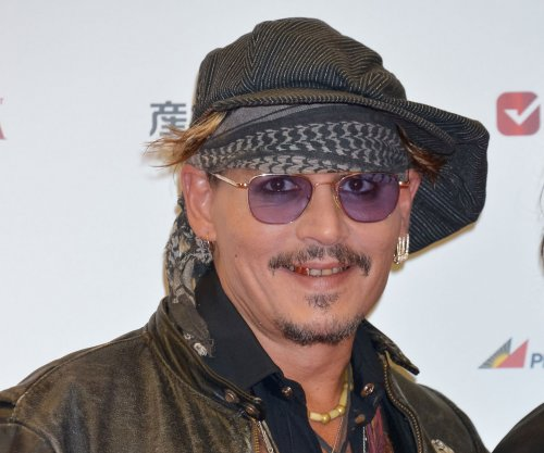 Johnny Depp surprises fans as Jack Sparrow on 'Pirates' ride