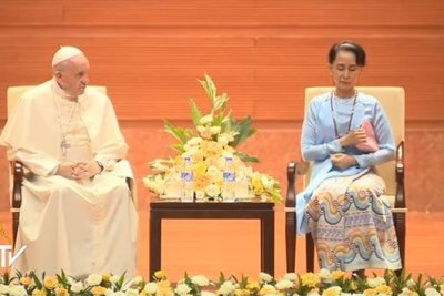 Pope calls for inclusion in Myanmar but doesn't mention Rohingya