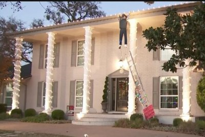 'Christmas Vacation' display prompts 911 call