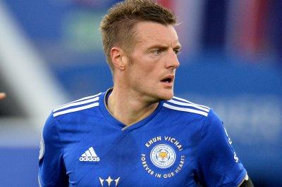 Leicester's Jamie Vardy beats Everton, does backflip