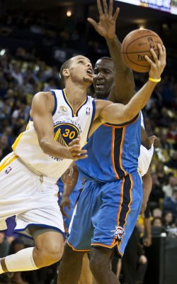 Warriors give Curry extension