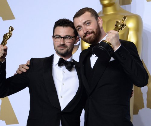 Sam Smith dedicates Oscar for 'Spectre' song to the LGBT community