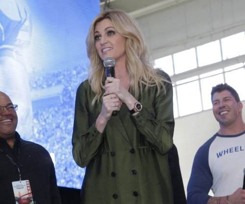 Erin Andrews thanks fans in first TV appearance since $55M settlement