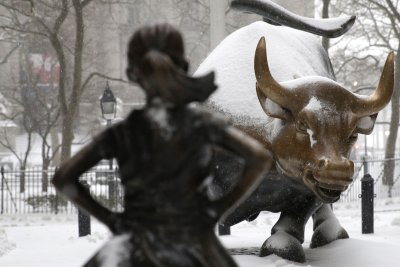 'Fearless Girl' of Wall Street will stay for another year