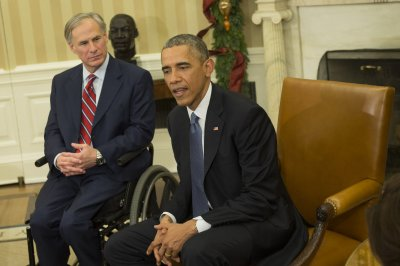 Texas woman charged with mailing documents to Obama, Texas governor