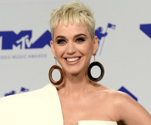 Katy Perry admires Orlando Bloom's shirtless photo