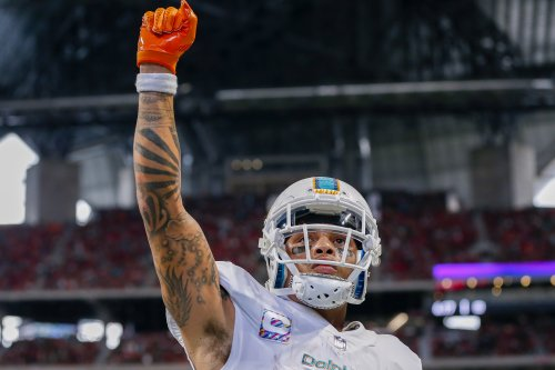 Dolphins' Kenny Stills catches touchdown, runs over security guard