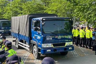 Anti-THAAD protesters confront police in South Korea during fourth delivery