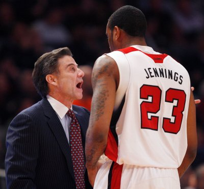 Report: Pitino cops to sex with accuser