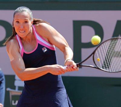 Jankovic, Serena Williams win semifinals at China Open