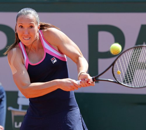 Jankovic, Serena Williams win semifinals at China Open