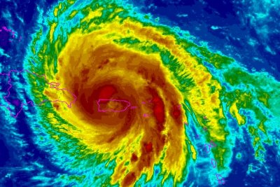 Hurricane Maria heading for northern Puerto Rico shores