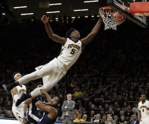 Tyler Cook: Iowa sophomore has dunk of the weekend
