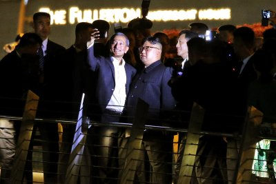 Kim Jong Un tours Singapore on eve of summit with Trump