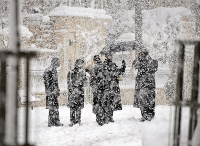 Roads in Jerusalem shut down due to snow