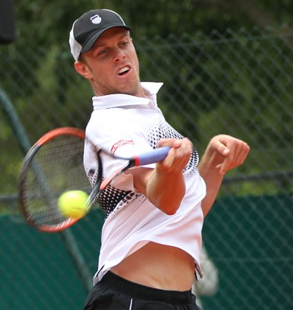Querrey opens Aegon tournament with win
