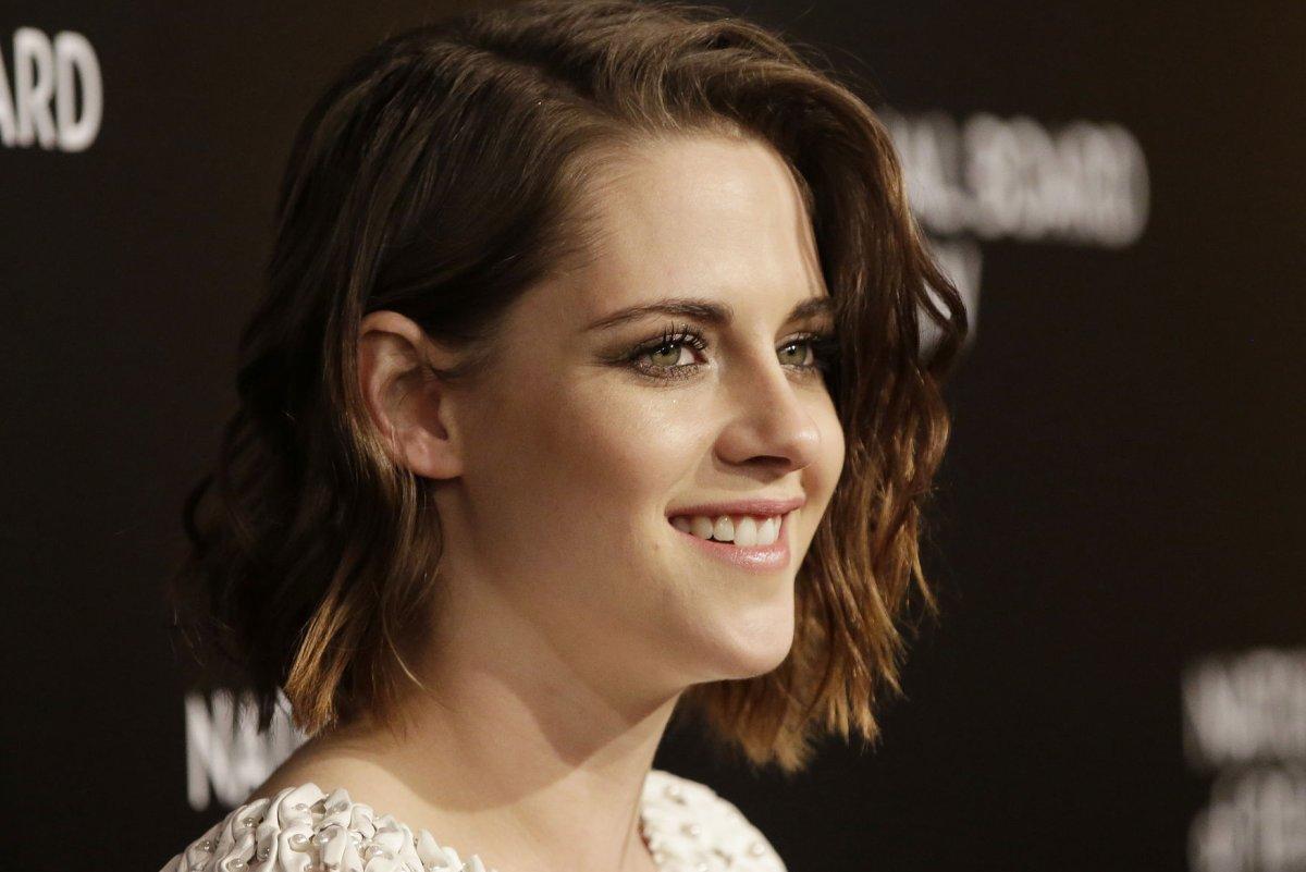 Kristen Stewart Debuts Platinum Blonde Hair Upi