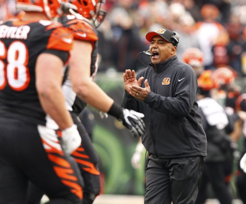 Cincinnati Bengals coach Marvin Lewis back at work following leg injury