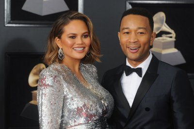 Chrissy Teigen live-tweets earthquake from Bali