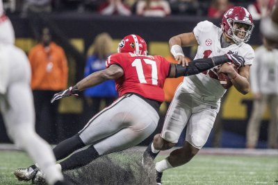 Alabama Crimson Tide QB Tua Tagovailoa has knee sprain