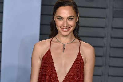 Gal Gadot makes new friend, reunites with Chris Pine in 'Wonder Woman 1984' trailer