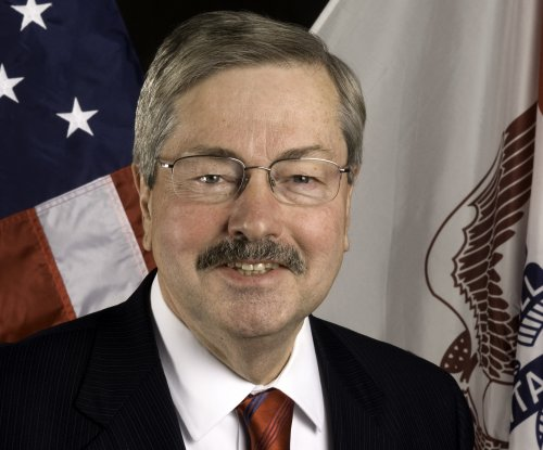 Iowa Gov. Terry Branstad hospitalized after collapse