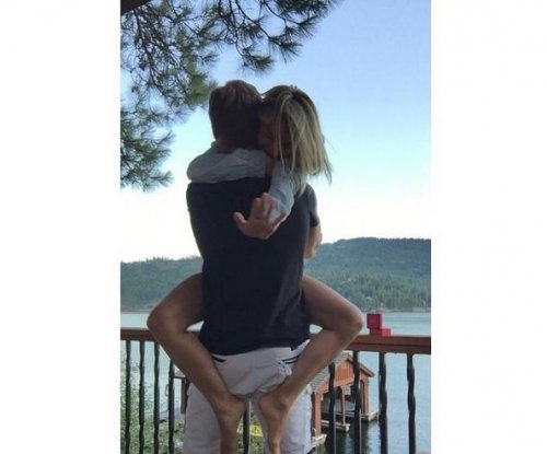 Julianne Hough, NHL player Brooks Laich engaged